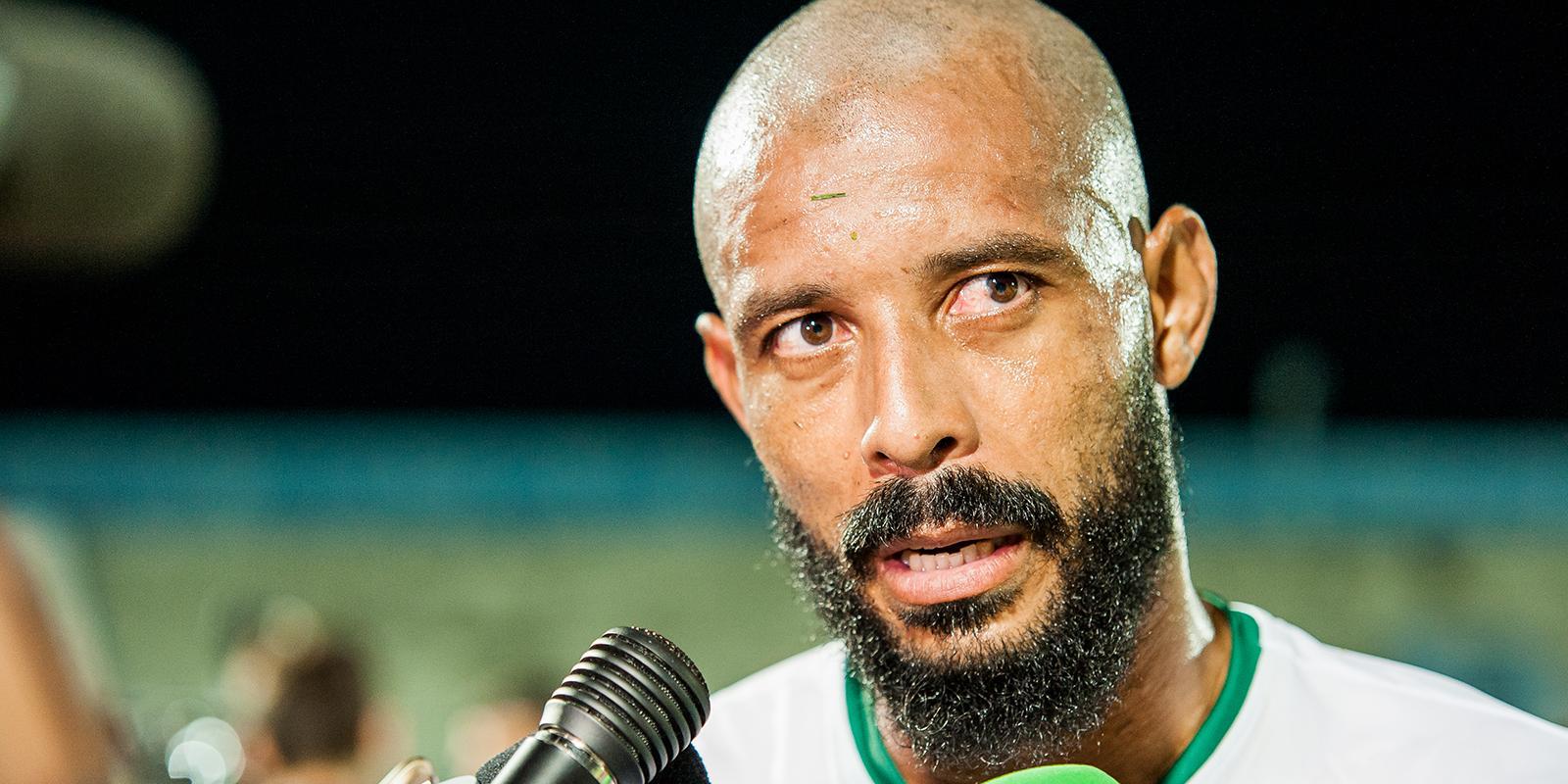 João Carlos Cavalo e Thiago Spice lamentam gol fortuito do adversário