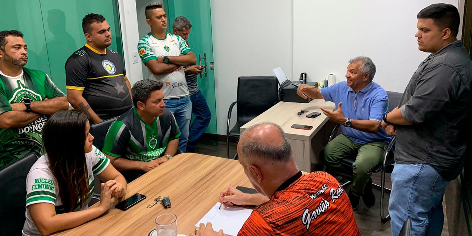 Presidente do Manaus se reúne com líderes de torcidas organizadas