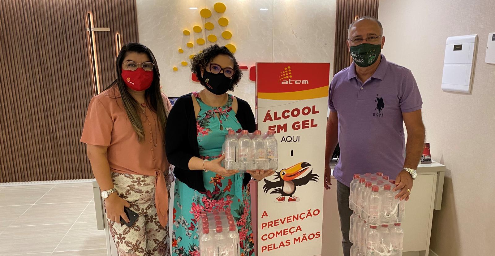 Manaus FC recebe estoque de álcool em gel, máscaras e totens dispenser da Atem